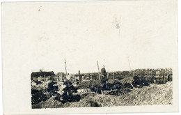 14-18.WWI - Carte Photo Allemande - Soldaten Feindesland Beerdigung Stahlhelm Grab - Guerre 1914-18