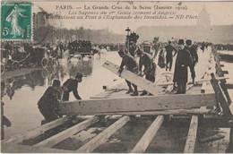 La Grande Crue De La Seine Les Sapeurs Construisent Un Pont à L'Esplanade Des Invalides - Alluvioni Del 1910
