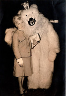 C Photo Originale Eisbär, Déguisement D'Ours Blanc Polaire & Charmante Jeune Femme Au Tailleur Prince De Galles1960's - Anonymous Persons