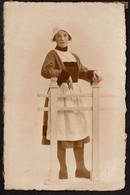 Carte Photo C1930 -  Jeune Fille Déguisée En Bécassine - Déguisement - Voir Scans - Portraits