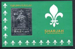 V16  Sharjah Timbre En Or Ou En Argent ** Thématique Lord Baden Powell  A Saisir !!! - Sharjah