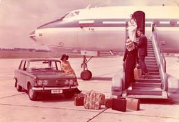 AVIATION CIVILE : AVION / AIRCRAFT On WARSZAWA AIRPORT & AUTOMOBILE : FIAT POLSKI ~ 1970 (ah871) - 1946-....: Modern Era