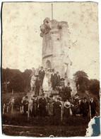 Tirage Albuminé Original Cartonné Le Monument De La Défense Animé, Près Du Château De Robert Le Diable La Bouille 1919 - Lieux