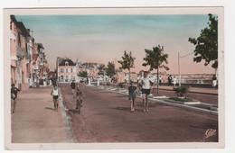 85 -  LES SABLES-D'OLONNE - LE REMBLAI BELLE ANIMATION - CPSM 1951 - Sables D'Olonne