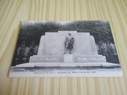 CPA Charolles (71).Monuments Aux Morts De La Grande Guerre. - Charolles