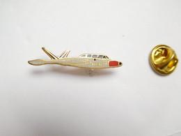 Beau Pin's Pins En EGF , Aviation , Avion , Armée De L'Air , Marine - Aerei