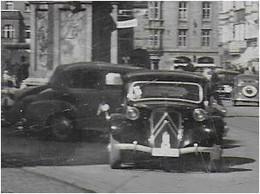 AK 0767  Innsbruck - Maria Theresienstrasse / Mercedes-Oldtimer Um 1950 - Innsbruck