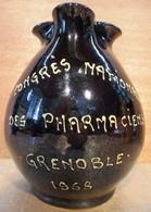 PICHET BROC CONGRES NATIONAL DES PHARMACIENS GRENOBLE 1968 - Carafes