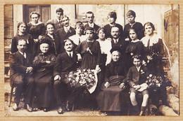 Ph053 ⭐ Ethnic France Carte-Photo 1910s Photographie De Famille Jeune Fille Bouquet De Fleurs - Fotografie