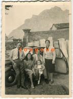 Old Photo Men Women And Little Girl Car Automóvil - Automobili