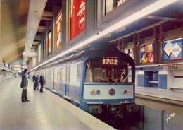(75). Paris N° 975. Le Metro Station Louvre Ligne N°1 Underground Railway & 10.11815 Charles De Gaule Etoile - Metropolitana, Stazioni