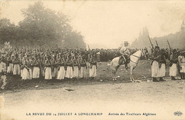 75  PARIS LA REVUE DU 14 JUILLET A LONGCHAMP ARRIVEE DES TIRAILLEURS ALGERIENS Editeur  DELEY - Regiments