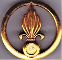 Légion Etrangère. Infanterie. Insigne De Béret, Grenade Dans Rondache. Balme. - Army