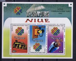 Niue Space 1984 World Communications Year And ESPANA 1982. - Niue