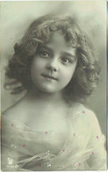 Fantaisie. Jolie Petite Fille . Ajouts De Points De Peinture. - Portraits