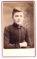 Photo Lambert Lilley, Bournemouth, Portrait Hübsche Junge Dame Mit Brosche Im Sonntagskleid - Personas Anónimos