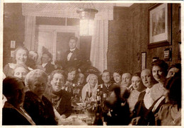 Photo Originale Guerre 1914/18 Couple De Mariés & Familles Autour De La Table Pour Les Noces D'un Officier Vers 1910 - Guerre, Militaire