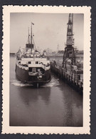 Photo Originale Vintage Snapshot Boulogne Sur Mer Arrivée à Quai Du British Rail Ferry Lord Warden  48048 - Luoghi