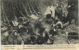 La Guerre De 1914 Soldats Du 7e De Ligne Belge Dont Le Drapeau Fut Décoré Par Le Roi Albert à Ypres RV - War 1914-18