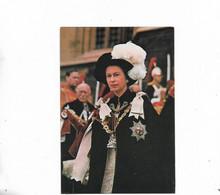 La Reine Elizabeth Portant La Cape - Royal Families