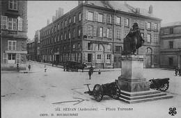 SEDAN .-- La Place Turenne Et Les Canons Devant L'Hôtel De La Croix D'Or-- Imp. Bourguignat - Sedan