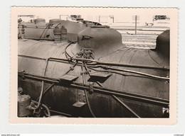 Photos Photo Originale TRAIN Gros Plan Locomotive Vapeur à 77 Montereau Chariot De Gare Sur Quai - Trains
