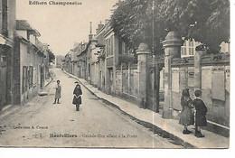 51 - HAUTVILLERS - Grande Rue Allant à La Poste  (Animée) - Autres Communes