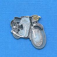 1 PIN'S //  ** MOTO NORTON 650 SS / 1963 ** . (PARIS L) - Motorräder