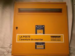 Livre La Poste L'aventure Du Courrier Ouvrage De 197 Pages - Storia