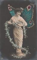 FEMME PAPILLON. CARTE PHOTO - Butterflies