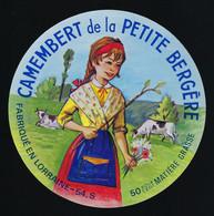 Etiquette Fromage Camembert De La Petite Bergère 50%g Fabriqué En Lorraine 54S Paul Couillard Laiterie St Hubert Nancy - Formaggio