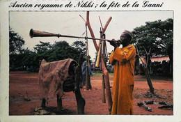 ►  CPSM Benin Joueur De Trompe Devant Les Tam-tams Sacrés  Nikki La Fête De La Gaani  Timbre - Benin