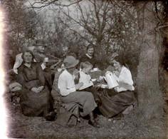Photo Originale A Manger ! Famille En Pique Nique Avec Guitare & Service à Café Vers 1910/20 - Personnes Anonymes
