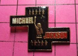 1215b Pin's Pins / Beau Et Rare / THEME : MUSIQUE / MICHAEL JACKSON LE CHANTEUR GRIS - Muziek