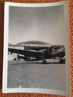 Rochefort Archives Aviateur Ecole Aviation Petite Photo Avion Hangar  Circa 1940 - Luchtvaart