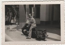 Photo Originale Vers 1950 Soldat Français Sur Moto Militaire - Guerra, Militares