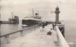 BOULOGNE-sur-MER. - Les Jetées. Arrivée D'un Bateau Et Pêcheur à La Ligne .  CPSM 9x14 - Boulogne Sur Mer