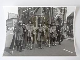 Fanfare Musiekkapel  Breda 1953 Feesten Folklore Une Fête Folklorique Hollande Déguisements Moyen-Age 18 X 13 Cm - Breda