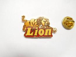 Superbe Pin's Pins En EGF , Confiserie Lion , Verso Quadrillé - Alimentazione