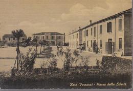 ITALIA - RERO Di Tresigallo (ferrara) . Piazza Libertà, Appena Animata, For. Grande, Opaca Anni 40/50 - AG21-41 - Autres Villes