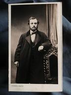 Photo CDV Pierre Petit à Paris - Homme, Notable, Second Empire Circa 1860-65 L559 - Oud (voor 1900)