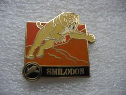 Pin's D'un Smilodon, (tigre à Dents De Sabre) - Animaux