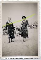 Dames Met Kind Op Strand Van Oostende Ca 1934-35. (BAK 1 @ D-1) Oostende - Ostende - Places