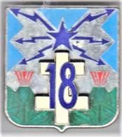 18° RT. 18° Régiment De Transmissions. Croix De Lorraine Blanche En Relief. Delsart.638. Dos Granulé. - Army