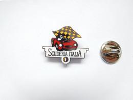 Superbe Pin's Pins En EGF , Auto Ferrari , Scuderia Italia - Ferrari