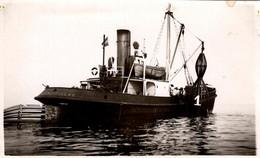 Photo Originale Joli Bateau De Pêche Samland-Pillau à La Pose De Bouées Phares En Mer 1930/40 - Schiffe