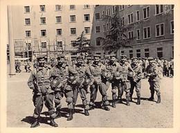 """2281"""" FOTO- PARACADUTISTI  INTERNO CASERMA PIETRA  ALATA ROMA""""1957  MISURE (6.50X 9.00) - Guerre, Militaire"""