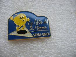 Pin's De La Fête De La Pomme à SARRE UNION (Dépt 67) - Associations