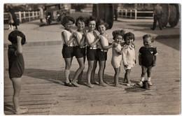 DEAUVILLE (14) CARTE PHOTO. ENFANTS PRETS à ALLER à La PLAGE. TRES JOLI PLAN. - Deauville