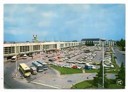 Aéroport -1975--PARIS LE BOURGET-- Autocars, Voitures, Tube Citroen )...................à Saisir - Aerodromes